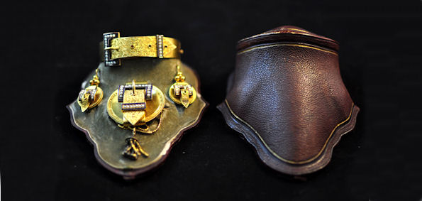 Victorian gilt metal Jewellery of buckle design